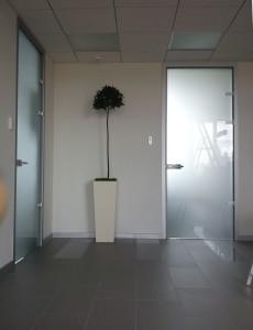 стеклянная дверь в телескопической коробке унифлекс