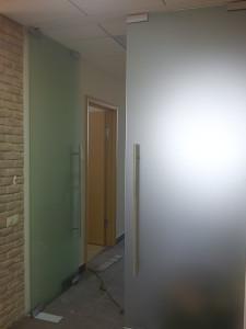 стеклянная дверь маятниковая мателюкс унифлекс