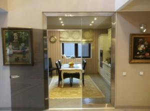 стеклянная дверь с нажимной гарнитурой бронза