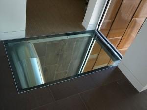 стеклянный пол над котельной