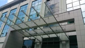 3 стеклянный навес козырек из триплекса