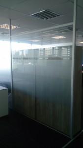 шкляная офісная перагародка