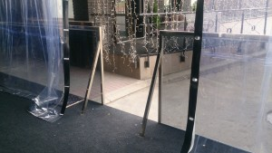 ограждение из стекла со стойками из нержавейки