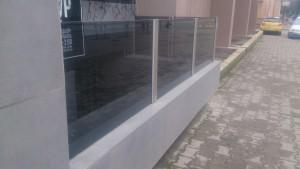 стеклянное ограждение на стойках 2